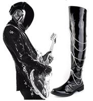 sobre los cargadores de los hombres de la rodilla al por mayor-Forward Black Motorcycle Boots Hombres Charol sobre la rodilla 66cm Pole Dancing Boot Hombres Chains Charm Zip Hombre Chaussure 38-44