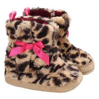bebek bot satışı toptan satış-Bebek Kız Yeni Kış Sıcak Moda Çizmeler Ayakkabı Bebek Yürüyor Snowfield Yumuşak Pamuk Blend Leopar Desen Sıcak Satış Kaymaz Ayakkabı