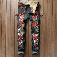 wear blue trousers men оптовых-Дизайнер винтажные джинсы мужские изношенные джинсовые брюки мода светло-синие прямые джинсы шить роза вышивка джинсы плюс размер