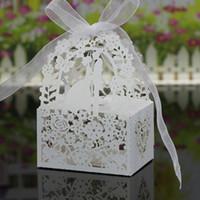borboletas cortadas a laser venda por atacado-30 cores titulares favor do casamento Doces Sacos laser corte de papel com fitas amantes das flores Butterflies Wedding Gift Boxes BW-C131