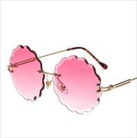 yuvarlak çiçek şekilleri toptan satış-Taraklı Çerçevesiz Güneş Gözlüğü yuvarlak kadınlar için şık tasarımcı degrade güneş gözlükleri retro çiçek şekilli sunglass 2018 klasik