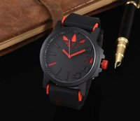 ingrosso orologi migliori progettati-Il quarzo della vigilanza di gomma casuale della vigilanza degli uomini di disegno di lusso di nuovo modo casuale famoso di marca famosa della vigilanza libera il trasporto