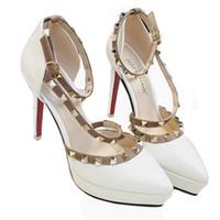 plataforma de zapatos de tacón italiano al por mayor-2019 zapatos de plataforma de diseño mujer tacones altos extremos gladiador sandalias italiano euros remaches tacones rojos zapatos tacones altos sandalias mujeres
