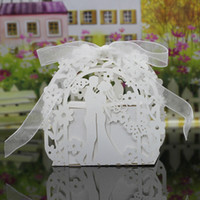 bolsa de papel caixa de flores venda por atacado-30 Cores Titulares do Favor Do Casamento Sacos de Chocolate Corte A Laser De Papel Com Fitas Flores Amantes Borboleta Caixas De Presente de Casamento BW-C172