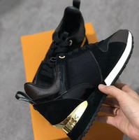 homens planos calçados venda por atacado-Mens marca tênis de grife unisex formadores sapatos tênis para homens corredores de flats de marca de couro genuíno racer luxo sapatos w01