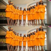 diz boyu turuncu elbiseler toptan satış-Benzersiz Tasarım Gelinlik Modelleri Düğün Turuncu Renk Hostes Üniforma Diz Boyu Hizmetçi Onur Elbise Kadınlar Örgün Parti Elbise