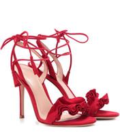sexy schwarze schnürsenkel sandalen großhandel-2018 Sommer Sandalen Frauen Rot Schwarz Plissierte Floral Thin High Heels Sandalen Knöchelriemen Lace Up Sandalen Sexy Pumps für Frau Schuh