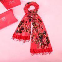 kadife eşarplar şal toptan satış-Moda Kırmızı Baskı Çiçek Pelerin Bahar Kadın Yumuşak Atkılar El Yapımı Boncuk Şal Islam Başörtüsü Kadife Ipek Susturucu Eşarp Çaldı Chal