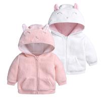 batas blancas para niñas al por mayor-2018 INS Winter Baby girl coat Ropa de bebé niño Chaqueta de lana Chaquetas de lana lindas outwear out Pink White Navy Navy 3 6 9 12 18M Wholesale