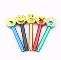 lutscherrohr großhandel-Lollipop Metallrohr Kreative Pfeife Lächeln Tabakpfeifen Geschenke Narguile Grinder Mundstück nach dem zufall design KKA5093