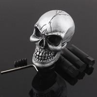 novo botão manual de mudança de marchas venda por atacado-Manual Universal Do Carro Da Engrenagem Vara Shifter Knob Shift Alavanca Esculpida Crânio Prata Novo