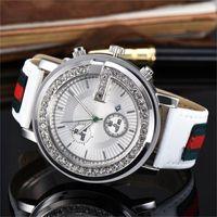 mens relógios de luxo de diamante de cristal venda por atacado-Diamante de luxo dial de cristal Homens / Mulheres relógios de Quartzo de couro Assista banda de moda Têm logotipo mens relógios Atacado,