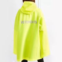 regenmantel mode frauen großhandel-Vetements Hooded Regenmantel Jacke Luxus Wasserdichte Mode Straße Casual Regenkleidung Mantel Männer Frauen Sport Outwear Jacke HFYMJK049