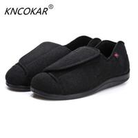 venta de zapatos anchos al por mayor-KNCOKAR 2018 Los zapatos de hombre de ventas calientes son cómodos Zapatos de tela de coon anchos y ajustables adecuados para pies hinchados y pies gruesos