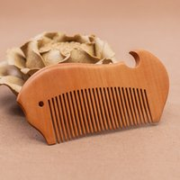 производители древесины гребенка оптовых-Деревянный гребень производителя бутик резной персикового дерева гребень, рекламные подарки, пользовательские гребень для волос оптом, милый внешний вид