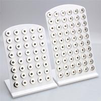 schmuck set stehen großhandel-Snap Schmuck Hohe Qualität Weiß Acryl Snap Display Für 40 STÜCKE 60 stücke 18mm Taste Steht Display Abnehmbare Set ZK003-W