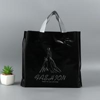 roupas de plástico para meninas venda por atacado-Engrossar Presente Bolsas Cor Preta Mulheres Menina Roupas Embalagem Grande Saco De Presente De Plástico Com Alça QW7314
