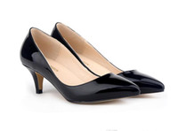 zapatos peep de tacón bajo al por mayor-Sapatos Feminino Moda Mujeres Sexy Low Mid Kitten Heels Shoes Pu Charol Bombas puntiagudas EE. UU. Tamaño 4-11