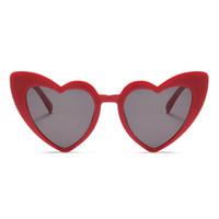 lunettes roses en forme de coeur achat en gros de-Lunettes de soleil de coeur d'amour pour des femmes 2018 Lunettes de soleil de chat d'oeil à la mode Noir Rose rouge forme de coeur des lunettes de soleil pour des hommes Uv400