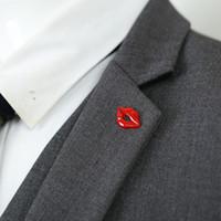 accessoires rouges unisexe achat en gros de-Bow Red Lips Mode Chemise Col Angle Accessoires Unisexe Thorn Boucle Alliage Coréen Vêtements Costume Broches Broche En Gros Drop Shipping