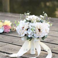 bouquets de mariage personnalisés achat en gros de-Main Bouquet De Mariée De Mariage Bouquet De Satin Blanc Diamant Perle Perlé Main Tenant Une Fleur Artificielle Décoration Personnalisée