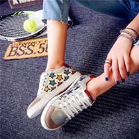 Wholesale folk shoes - 2017 Embroidered Star pattern Shoes Lightweight Breathable Antiskid Shoes Folk Style Ladies Flat Light Cozy Shoes Female
