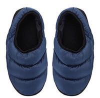 zapatos de casa de lana al por mayor-Unisex Thermal Full Mule Zapatillas Home Edredón Fleece Zapatillas forradas Slip-on Zapatillas calientes con aislamiento de invierno Mulas Zapatos Viajes Camping