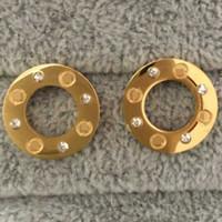yeni moda altın takı küpeler toptan satış-Yeni Geliş Yüksek Kalite Ünlü Tasarım Takı Moda Paslanmaz Çelik Stil Erkekler Kadınlar Için Lüks Altın Kaplama Küpe Damızlık