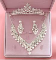 conjuntos de joyas de boda tiara perla al por mayor-Sistemas de la joyería de la boda de la perla cristalina de lujo para el collar de las novias + la corona de Tiara + los sistemas de la joyería del pendiente para los accesorios del pelo de Bridals