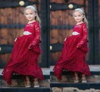 robes de noël modestes achat en gros de-2019 Modest Vintage Dentelle À Manches Longues Pays Fleur Fille Robes Pour Ceinture De Mariage Perlé De Noël Anniversaire De Mariage Communion Robe De Fête