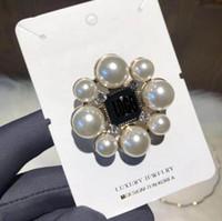 perle croix broche achat en gros de-Vintage Perle Fleur Croix Broche Broches Femmes Fille Double Couches Lettres Broches Costume Manteau Broche Bijoux Accessoires