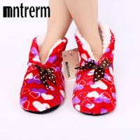 diseño gráfico de medios al por mayor-Mntrerm Winter Warm Cotton-padded Shoes Love Graphic Design Zapatillas de casa con fondo blando Zapatos de interior para casa Calentador Zapatillas para mujer