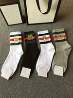 streifen geschenkbox großhandel-Brand Design Tierkopf Paar Socken Geschenkbox 100% Baumwolle Streifen Hit Farbe Gestickte Socken 4 Paar Strümpfe Lässige Strumpf Mit Box