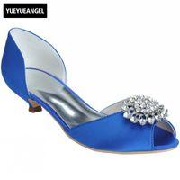 weiße hochzeits-sandalette großhandel-Satin-Hochzeits-Partei-niedrige Stöckelschuhe-Designer-flache Peeptoe-Kristall-Sandelholz-Frauen plus Größen-weiße schwarze rote Schuhe