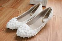 beyaz kedi yavrusu düğün ayakkabıları topuklar toptan satış-Beyaz Ayak Bileği Sapanlar Gelin Ayakkabı Sivri Burun Çiçek Boncuk Kadın Ayakkabı 3/4/8 Cm Yavru Topuklar Dantel Aplikler Düğün Ayakkabı Pompaları