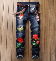 ingrosso marche di jeans cinesi-2018 Summer Tide Marca Stretch Jeans da uomo stile cinese ricamo Crush rughe candeggio gatto uccello personalità vernice coreano pantaloni cranio