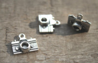 Wholesale antique cameras online - 20pcs Camera Charms Antique Silver Camera Shape Pendant Beads X13mm