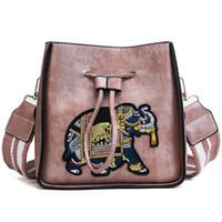 bordado de elefante al por mayor-2018 fasion elefante bordado cubo de banda ancha bolso de hombro 5 colores mujer PU cremallera bolsa de cuerpo cruzado