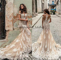 escote profundo vestido al por mayor-Vestidos de novia de la sirena de Champagne Julie Vino 2018 fuera del hombro escote profundo vestidos de novia del escote Barrer el vestido de boda del cordón del tren