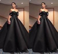 6c78418299d Élégant noir arabe robes de soirée formelles 2018 perles hors épaule  paillettes dos nu une ligne satin robes de bal robes de soirée de célébrité