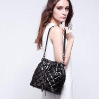 escova de maquiagem caso redonda venda por atacado-2018 New Women Fashion Bags Sheepskin Drawstring Bucket Bag With Chains Lock And Strap Two Colors available