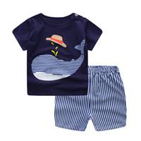 синие комплекты белья оптовых-Новорожденных мальчиков одежда наборы новорожденных девочек одежда мультфильм самолет Синий кит с коротким рукавом младенческой хлопок нижнее белье (2 шт./компл.)