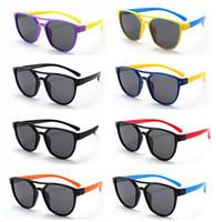 bebek plastik güneş gözlüğü toptan satış-Silikon Malzeme çocuklar Güneş Gözlüğü Açık yaz Çocuk Polarize Plastik Çerçeve güneş gözlüğü Anti Radyasyon bebek güneş gözlüğü 17 RENKLER LJJG29