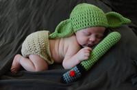 neugeborenes baby häkelarbeit kleidung großhandel-Neugeborene Fotografie Baby Hut häkeln Baby Yoda Outfits Kleidung Set gestrickte Infant Boys Foto Fotografia Requisiten Cartoon Kostüm
