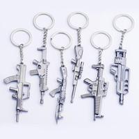 chaveiro da pistola venda por atacado-Counter strike Fivesevem pistola Chaveiro modelo de arma arma Keychain liga 12 cm Llavero Chaveiro jóias
