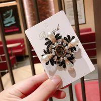 perlenkreuzbrosche großhandel-Großhandel Retro Kristall Perle Kreuze Brosche Pins Handmade Nummer 5 Broschen Frauen Anzug Mantel Zubehör Schmuck