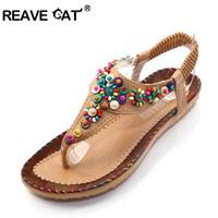 ingrosso sandali in cinturino alla caviglia in rilievo-REAVE CAT Sandali piatti Ankle T-strap Fashion Trend Sandali Bohemia National Flat Heel Beaded scarpe femminili Vendita calda QL3836