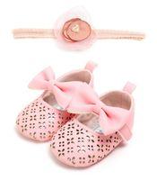 ingrosso set di culla per neonati rosa-2 pz / set Fascia per capelli + Principessa neonata Scarpe rosa e bianche fiocco in pelle Pu Mary Jane culla solida babe infantile scarpe per bambini 0-18 M