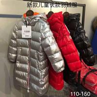 erkek ceketleri toptan satış-Yeni marka M Kış Bebek Kız Ve Erkek Sliver / Siyah / Kırmızı% 100 ördeğin aşağı ceket Aşağı Çocuklar Sıcak Kıvam orta uzunlukta aşağı ceket