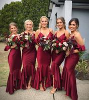 uzun kırmızı gelinin elbisesi ruffle toptan satış-2018 Koyu Kırmızı Seksi Mermaid Gelinlik Modelleri Uzun Halter Boyun Ruffles Nedime Elbise Resmi Hizmetçi Onur Elbise Resepsiyon Parti Törenlerinde